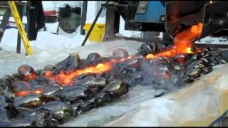Repeat youtube video Lava Poured on Ice