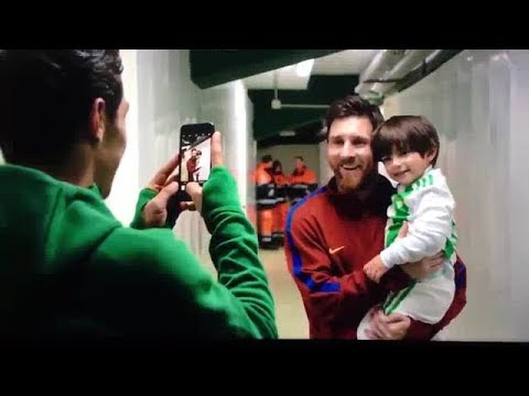 Guardado brings his son to meet Messi after Betis lost 0-5 to FCB in 2017.