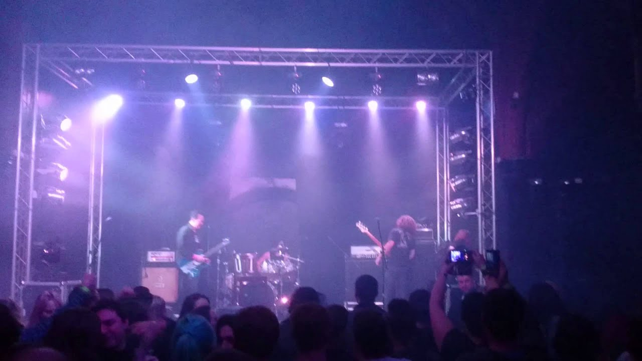 Puddle of Mudd Abandons Lead Singer Onstage After 'Concerning