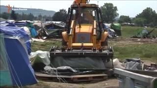 В Греции бульдозерами сносят лагерь беженцев(Власти Греции рано утром во вторник 24 мая начали выселять стихийный лагерь мигрантов в районе города Идоме..., 2016-05-24T18:27:12.000Z)