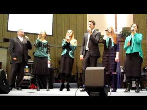The Collingsworth Family - Who Is He In Yonder Stall