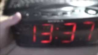 часы с радио Supra SA-30FM