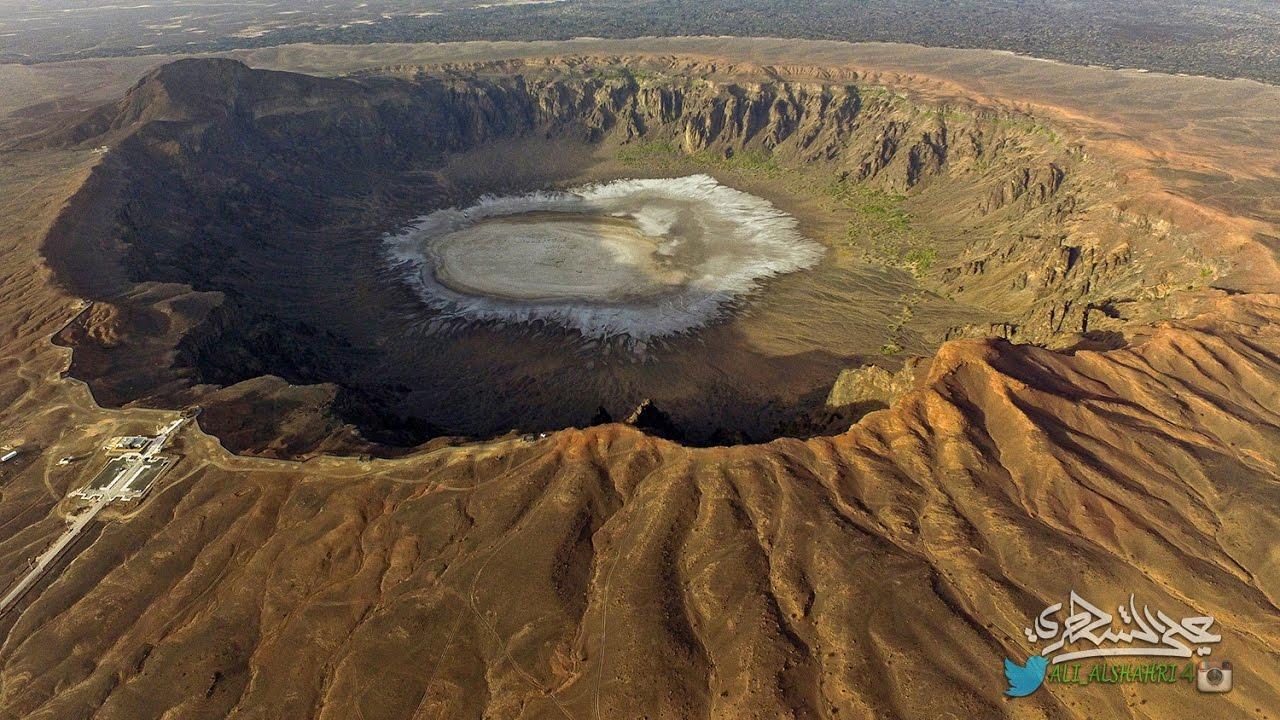 طيران فوق أوسع وأعمق بركان في المملكة العربية السعودية (فوهة الوعبة) 17-7-1438