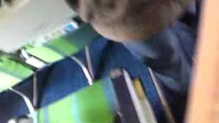 Lopen Naar mijn transavia vliegtuig bij rotterdam airport Richting Londen Luton Vlucht HV-5097