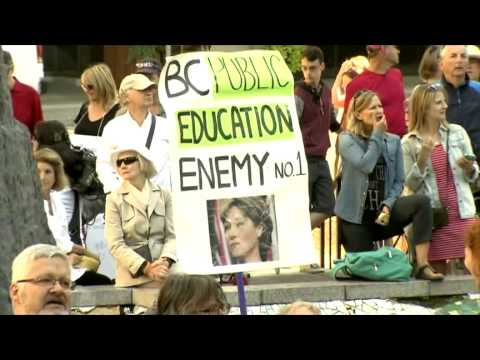 Predominantly pro-teacher crowd rallied at the Vancouver Art Gallery
