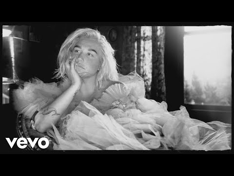 Смотреть клип Kesha - Here Comes The Change