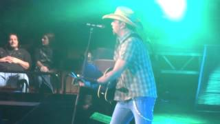 "Jason Aldean ""When She Says Baby"""