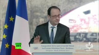 Moment police sniper fires shots during Hollande speech  Zero f    French baguettes were given
