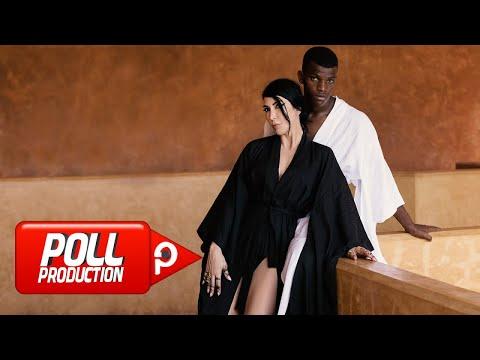Смотреть клип Hande Yener - Boşuna
