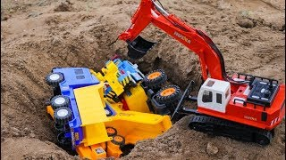Car Toys Construction Vehicles Looking in the Sand - Excavator , Crane truck, Tow Truck