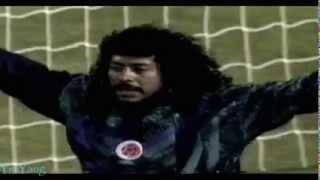 Kaleci oyuncu Rene Higuita yok böyle bi kaleci !