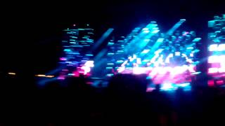 avicii closing electric zoo 2013 with lay me down ft adam lambert and nile rodgers