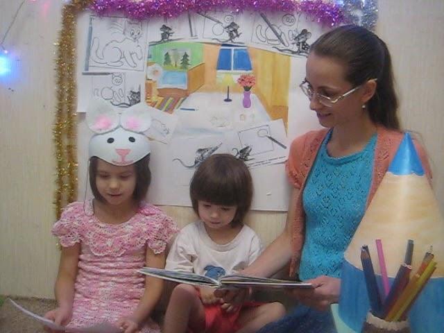 Изображение предпросмотра прочтения – ЛанаСпицына читает произведение «Мышонок и карандаш» ВладимираГригорьевичаСутеева