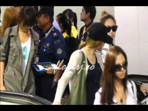 [23.10.2010] SNSD ARRIVAL IN SINGAPORE CHANGI AIRPORT