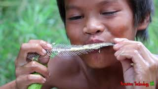 Primitive Technology - Eating delicious - Awesome cooking fish on a rock