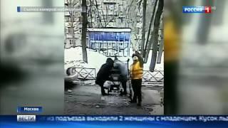 Глыба льда рухнула на коляску с младенцем