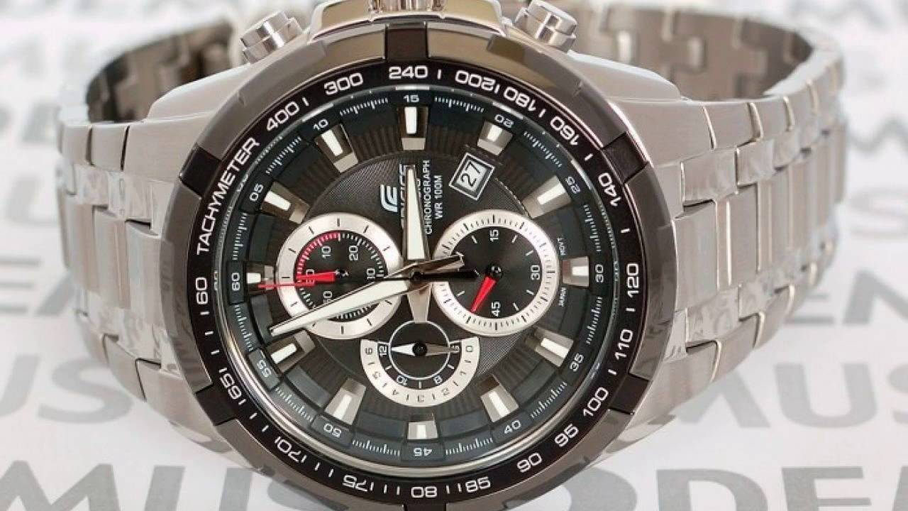 65f0d8dcd380 Casio EF-539D-1AVEF - Montre-en-main.fr - YouTube