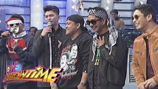 It's Showtime: Alakdan wears a Santa Claus mask to avoid Cardo