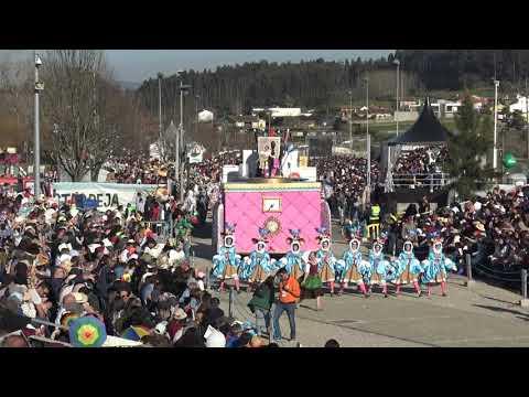 """Desfile da Escola de Samba """"Vai Quem Quer"""", domingo de Carnaval."""