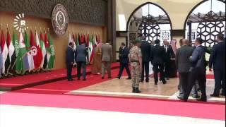 لحظة سقوط الرئيس اللبناني ميشال عون في القمة العربية في الاردن.