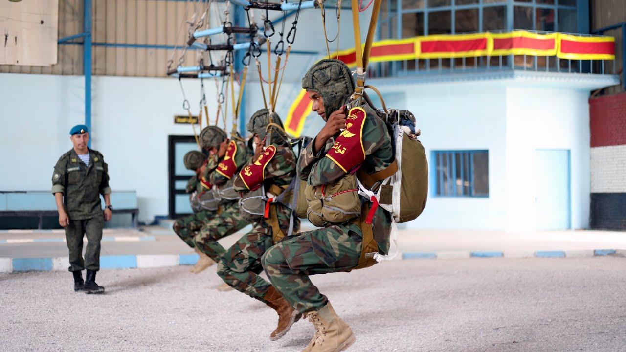 Российские инструкторы ВДП готовят египетских десантников к совершению прыжка