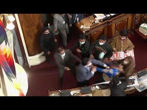 شاهد: برلمان بوليفيا يتحول إلى حلبة ملاكمة بين النواب  - 17:56-2021 / 6 / 9