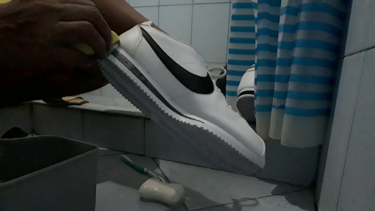 TO CLEAN | WHITE LEATHER SHOES - YouTube