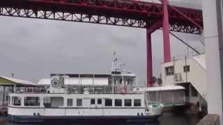北九州市戸畑区と若松区を結ぶ若戸大橋と若戸渡船。ここでは、「ウイニ...