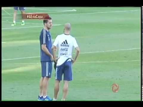 170960cc75fa9 Messi chega e participa de treino da Argentina na Cidade do Galo ...