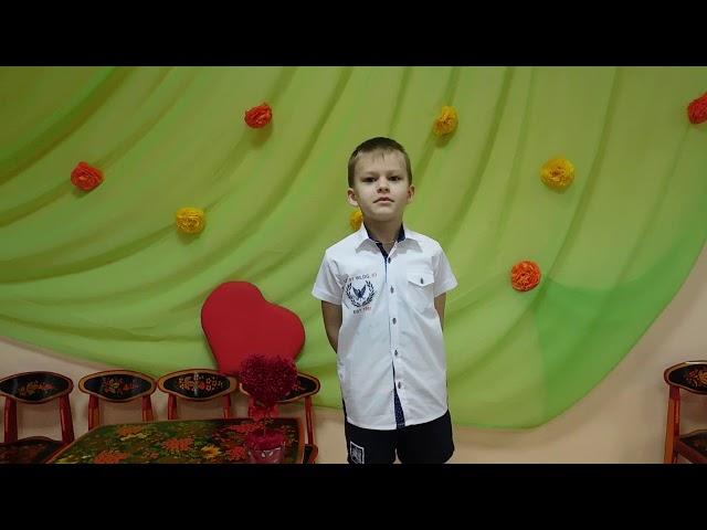 Изображение предпросмотра прочтения – АлексейБорковцев читает произведение «Я бабушку люблю» А.Вишневской
