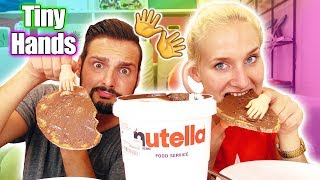 TINY HANDS CHALLENGE Nutella Brot schmieren - Nina VS Kaan ALLTAG MIT WINZIGEN HÄNDEN bewältigen