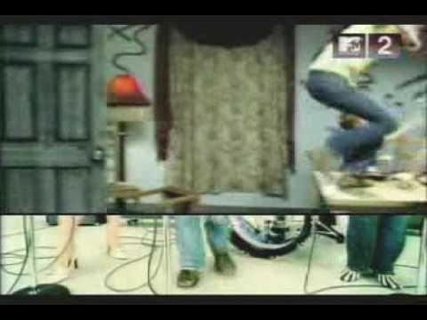 The Von Bondies - C'mon C'mon VIDEO with LYRICS