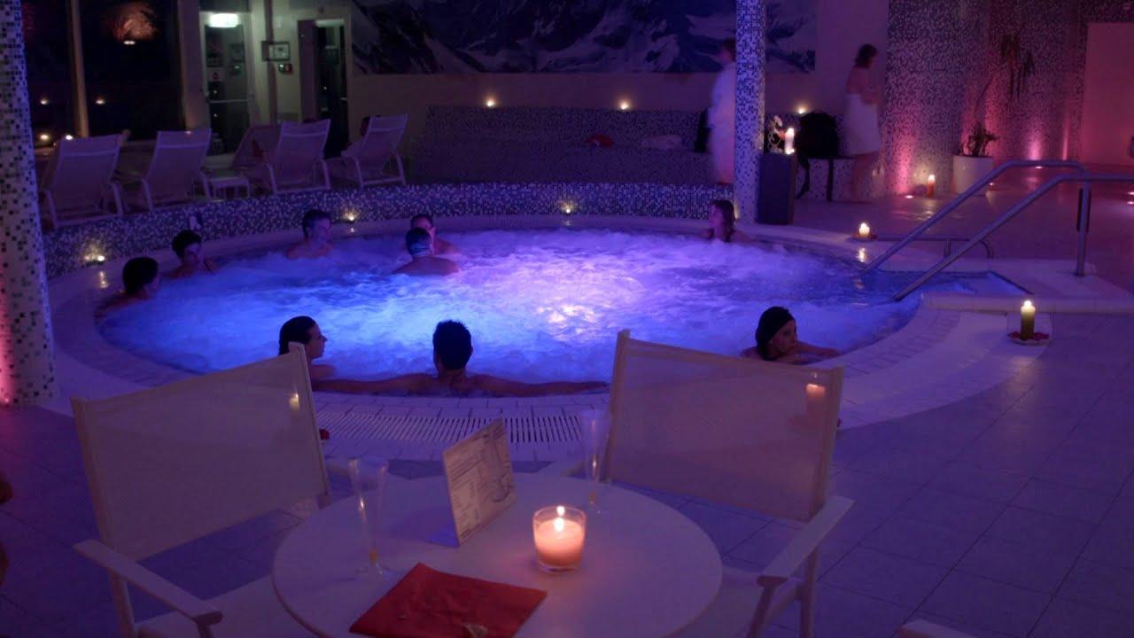 Les bains d 39 ovronnaz soir es lounge youtube for Restaurant bain les bains