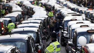 Nagyszabású taxistüntetés volt Londonban az Uber ellen