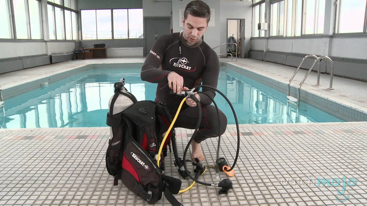scuba diving how to assemble equipment [ 1280 x 720 Pixel ]