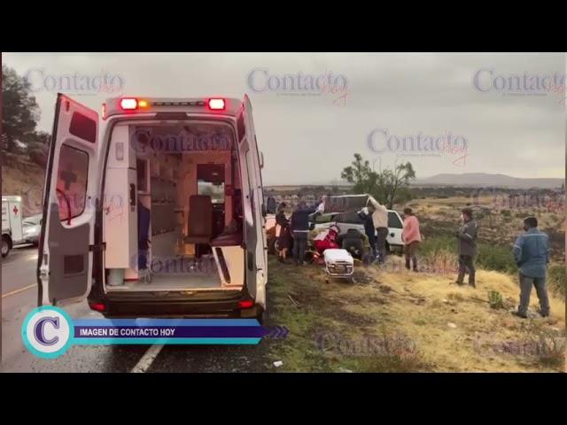 🚨🚨 Vuelca Explorer en la libre a Mazatlán; una pareja, lesionada.      #Durango