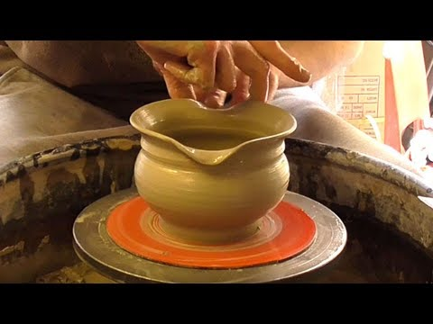 Throwing / Making some simple Pottery serving Bowls on the Wheel.