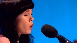 Eve Belle: Violet Hill - I Lár an Aonaigh
