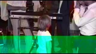 Таджик поёт песню про отца, на свадьбе