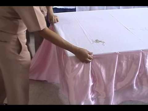 สาธิตการระบายผ้าปูโต๊ะ (แบบจับกลีบ)