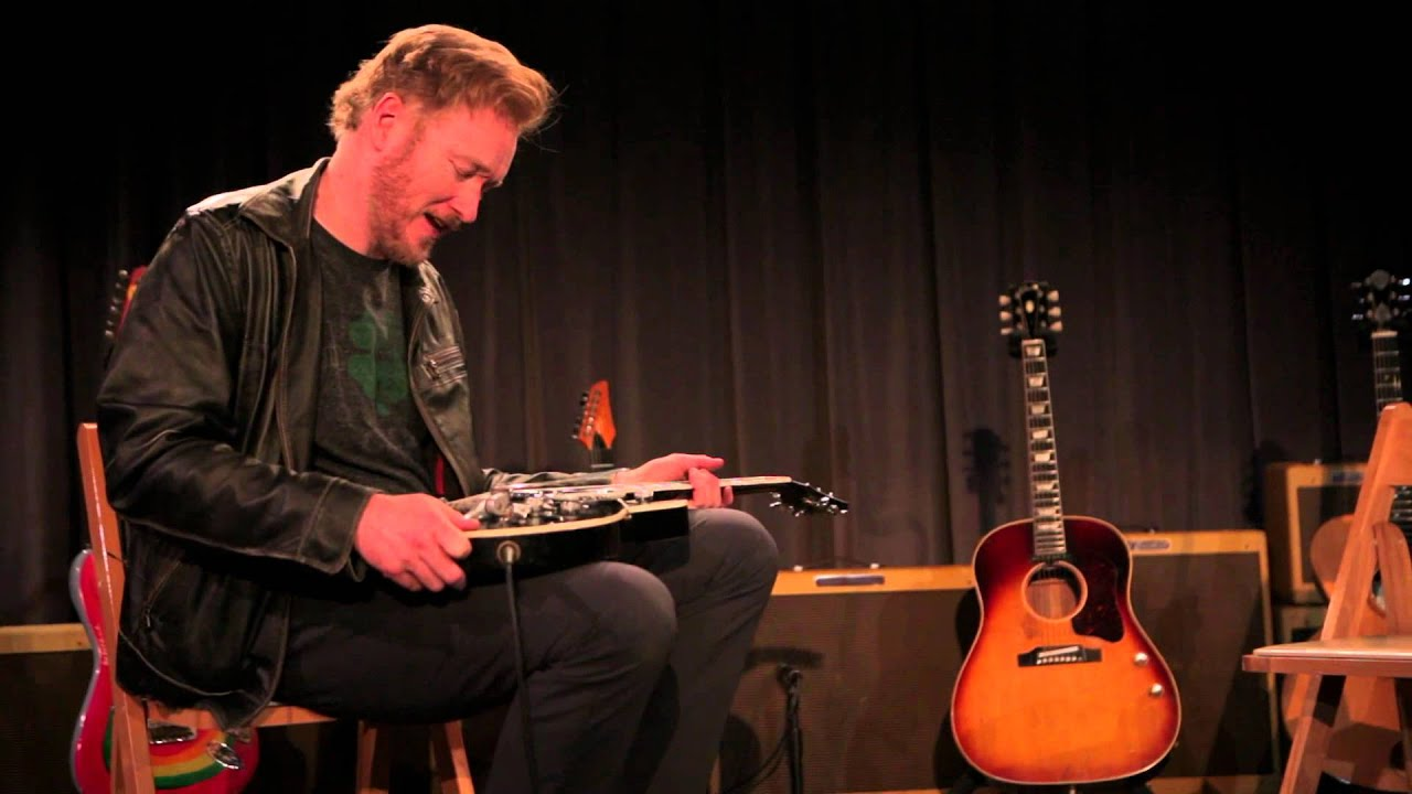 Conan O'Brien Meets George Harrison's Guitars - YouTube