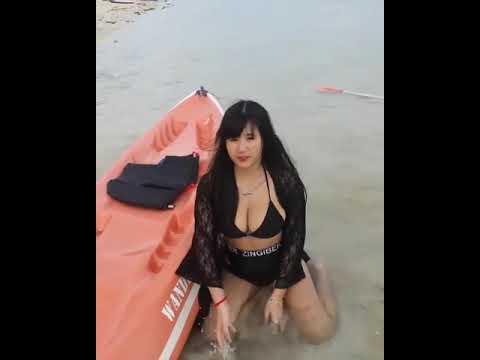 vania ke pantai,toket nya nyembul nyembul !! (vaniagemash) thumbnail