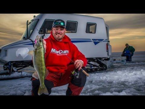 Blade baits for late-ice walleyes on Lake Winnipeg -- In-Depth Outdoors TV Season  7 Episode 1