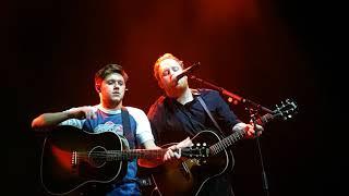 17-11.22 - Niall Horan & Gavin James - Dancing in the Dark (11)