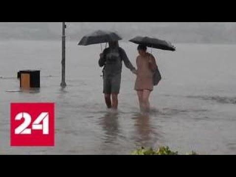 Тропический ливень в Крыму: машины поплыли как корабли - Россия 24