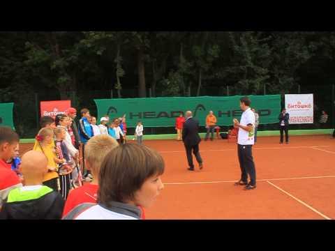 Сергей Стаховский отвечает на вопросы юных харьковских теннисистов
