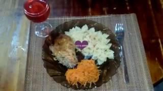 Ужин для семьи)) Курица в сметанно-кетчуповом соусе)) Легкий супчик))