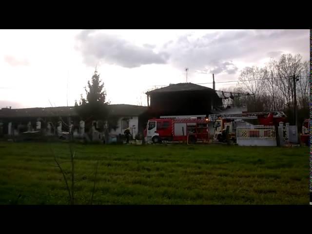 Controlado el incendio que afectó en Sarria a una granja y una casa