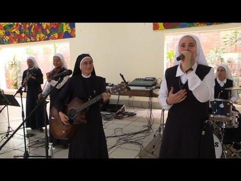 AFP: Les rockeuses religieuses qui veulent faire danser le pape