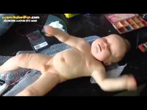 Çok gerçekçi robot bebek
